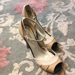 NWOT Guess platform tan/black/cream high heels 8.5